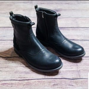 NWT black leather 11 Clark's waterproof boots